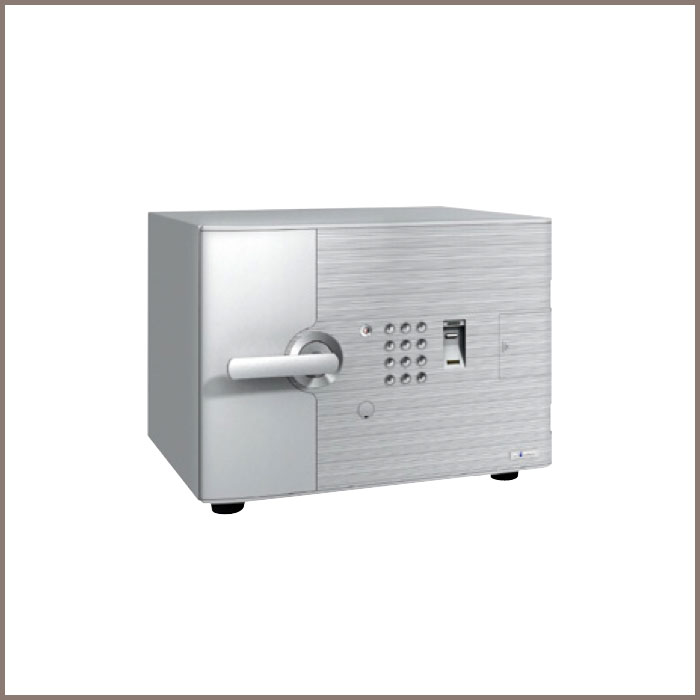 DFS1L-FE: 484Wx467Dx372H, NET WT. : 58 Kgs. CAPACITY : 19.5 Liters ACCESSORIES : 1 Tray JIS FIRE RATING : 1 Hr.